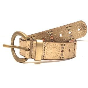 Fossil studded golden leather belt EUC embossed